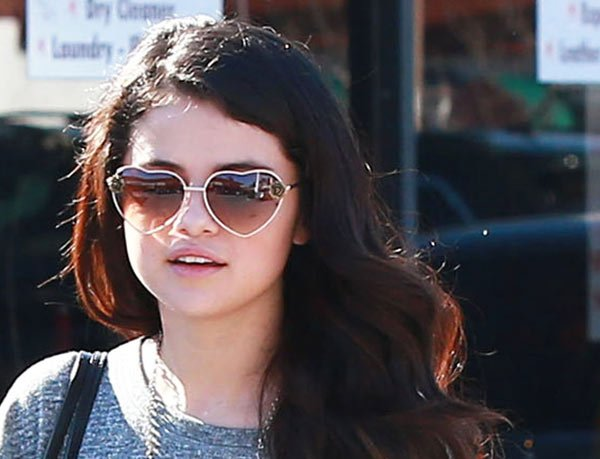 selena_gomez_in_heart_shaped_sunglasses