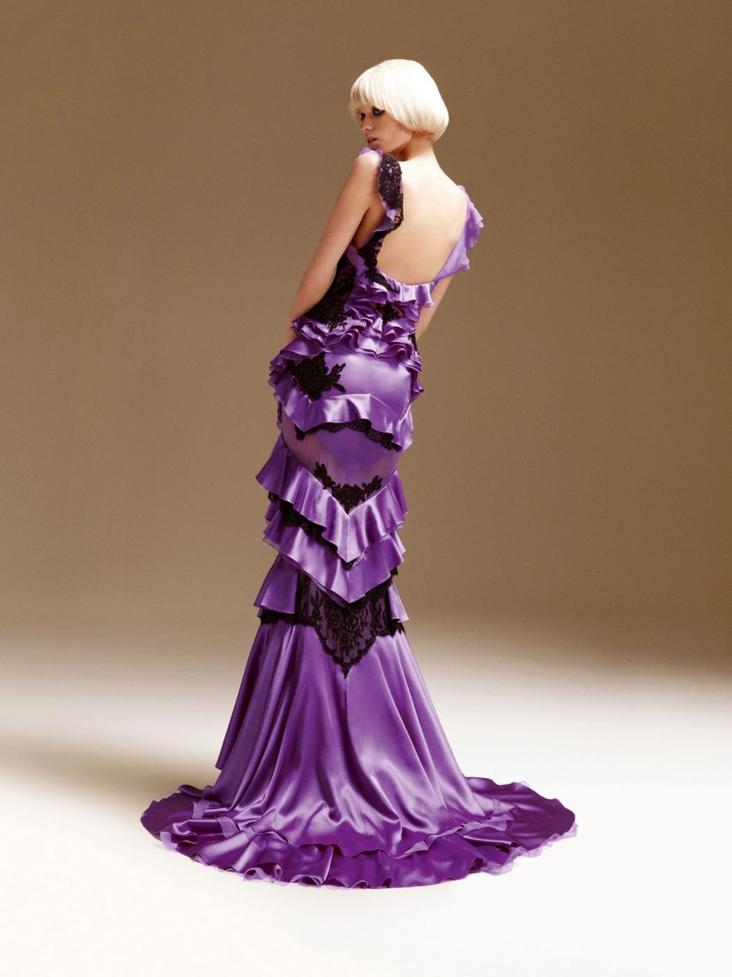 Burst in Style: Abbey Lee Kershaw Stunning Versace S/S