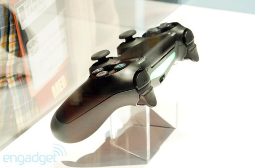 GDC 2013: Sony khóa tay cầm DualShock 4 trong tủ kính  17