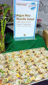 Eat Mobile 2014- Whole Foods also thoughtfully offered a meat or vegetarian option with their healthy samples of Asian Rice Noodle Salad with seasonal and organic vegetables, with or without French Prairie Pork.