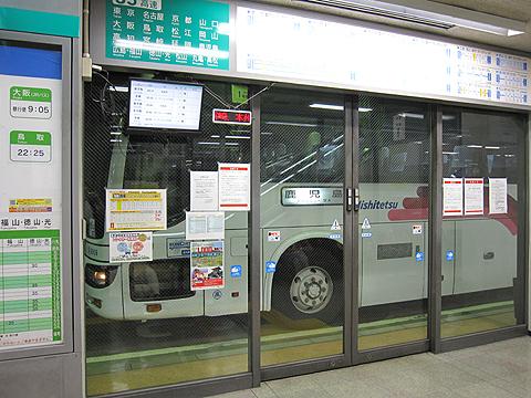 西日本鉄道「桜島号」 博多バスターミナル入線