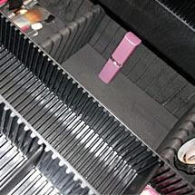 Foto que mostra a altura do espaço em baixo da minha maleta