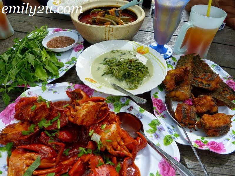 Mak Alang's Catfish Curry @ Selera Azrorasa