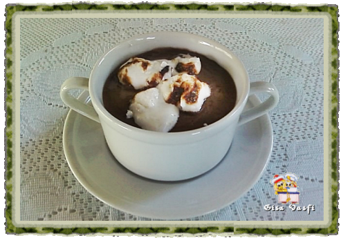 Marshmallow de corte no chocolate quente