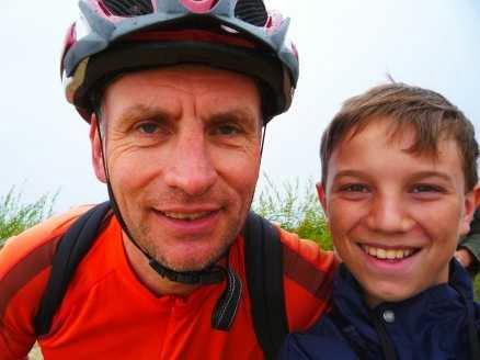 Chris on the Bike alias Christoph Gocke mit Martin Bullinger auf der kurischen Nehrung (Foto: Martin Bullinger)