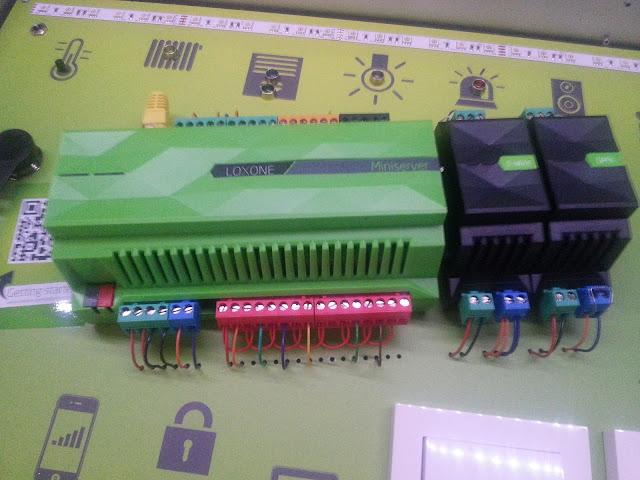 Découverte du mini-serveur de Loxone et de son contrôleur DMX