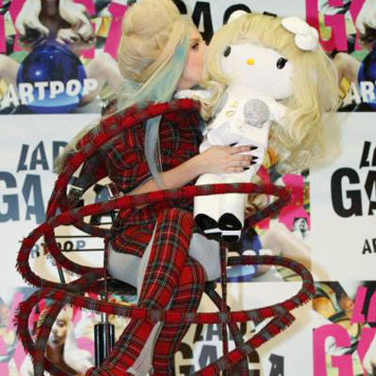GAMBAR FOTO HELLO KITTY LADY GAGA Limited Edition