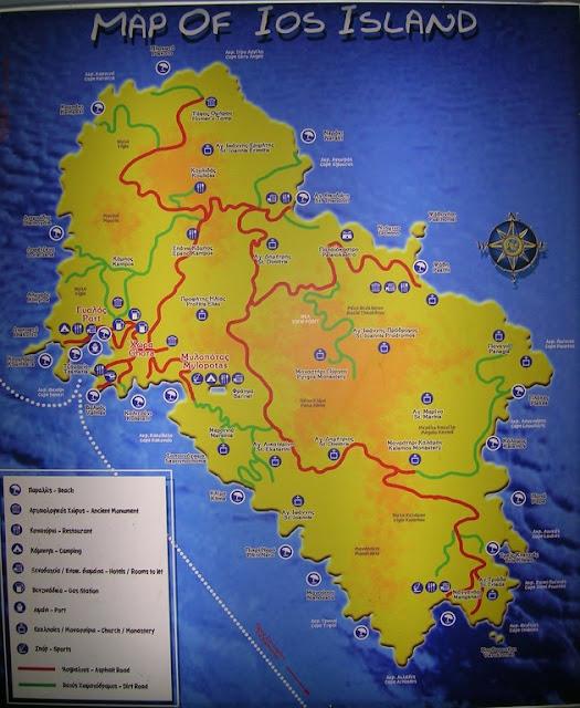 La mappa di Ios affissa al bancomat presso il parcheggio di Chora
