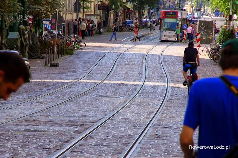 Rozstaw szyn tramwajowych taka sama jak w Łodzi... oby i inne rzeczy stały się kiedyś podobne. Tramwaje już od nich ściągnęliśmy, czas na politykę rowerową!
