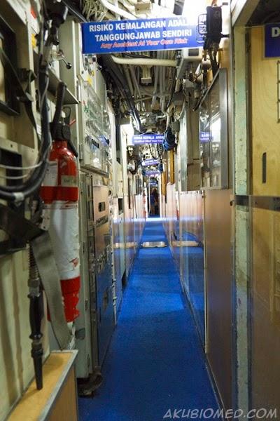 lorong didalam kapal selam