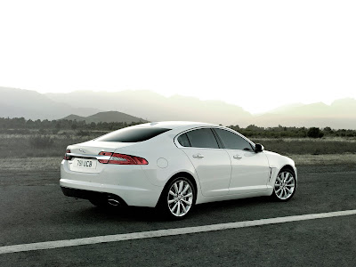 Jaguar-XF_2012_1600x1200_Rear_Angle_03