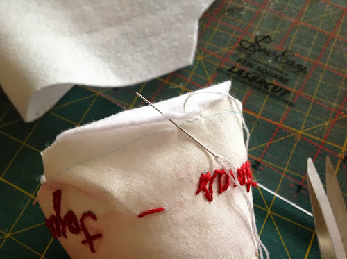 Embroidered Christmas tree ornament - free tutorial