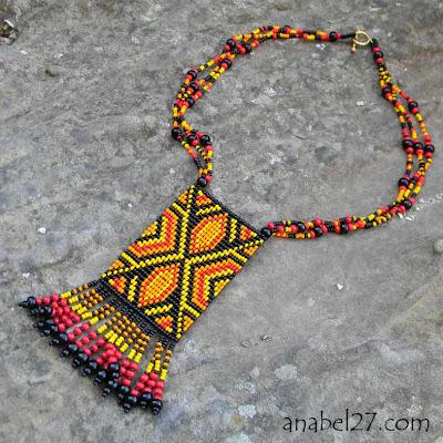 купить этнический кулон из бисера яркой расцветки Anabel