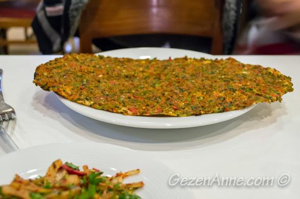 İmam Çağdaş'ta yediğimiz Antep lahmacunu, Gaziantep