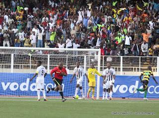 But de l'AS-V. Club (vert-noire) contre  TP.Mazembe (Noire-blanc) le 15/04/2012 au stade des Martyrs à Kinshasa. Radio Okapi/ Ph. John Bompengo
