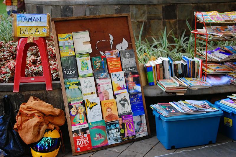 Taman Baca di Taman Suropati