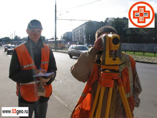 Геодезическая фирма выполняет работы по топосъемке участка городской территории в Москве. Топографическая съемка улично-дорожной сети М 1:500. На картинке тахеометрическая съемка