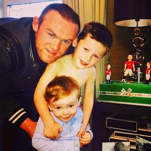 Vợ con đi vắng Rooney đón sinh nhật một mình