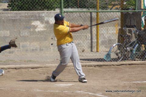 Carlos Enríquez de Burócratas en el softbol botanero