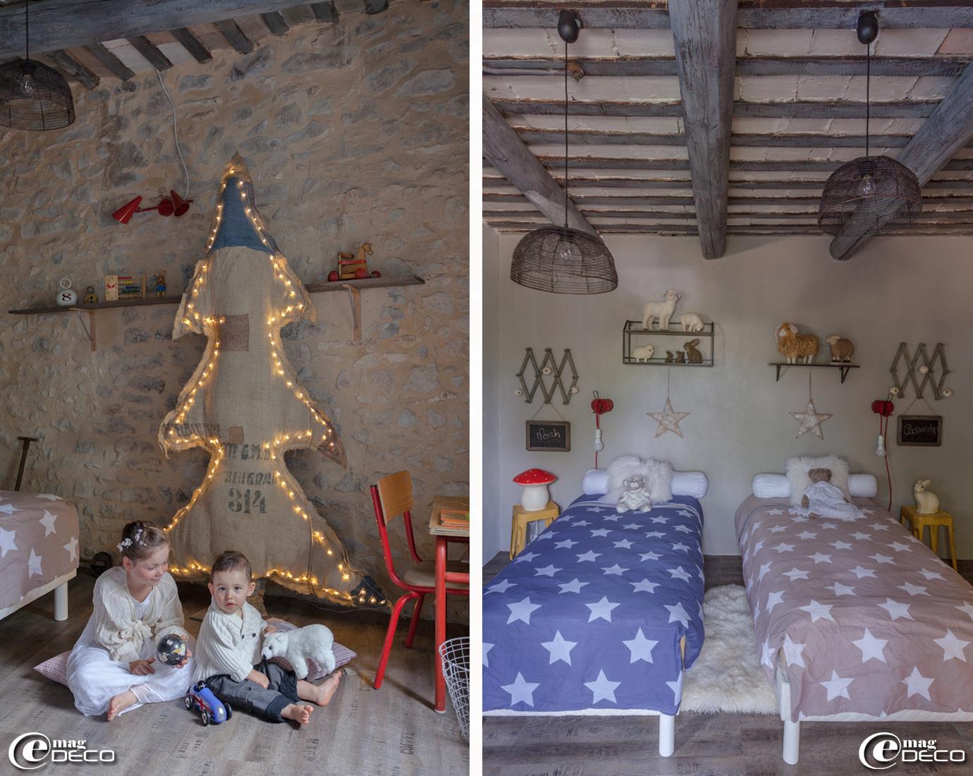 Suspensions en métal et étagères 'Alinéa', lampes veilleuses lapin et champignon 'Egmont Toys', tabourets jaunes en métal 'Maisons du Monde', peau de mouton 'Ikea'