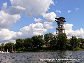 na zdjeciu wieża widokowa nad jeziorem Wdzydze