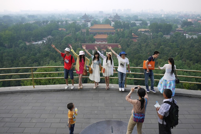 5 people posing with outstretched arms for a photo at Jingshan Park