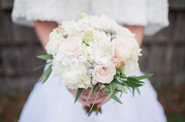 Ramos de novia con rosas: ¿qué hay más romántico que este accesorio para novias?