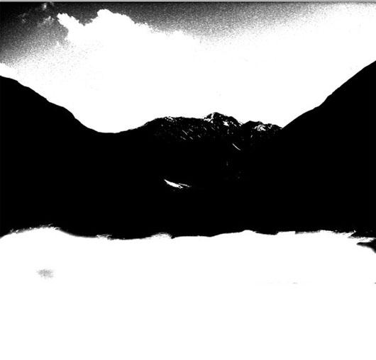 imagem das montanhas e céu após ajuste de níveis no canal Blue duplicado