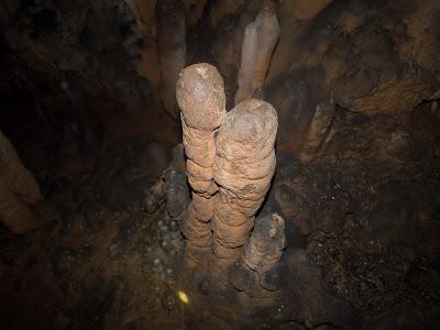 Estalagmites a la cova Petita del Rastre