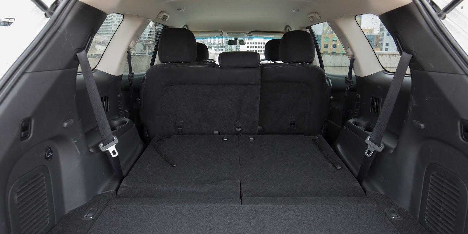 Khoang hành lý chính là điểm cộng Terocket dành cho Nissan Pathfinder 2016