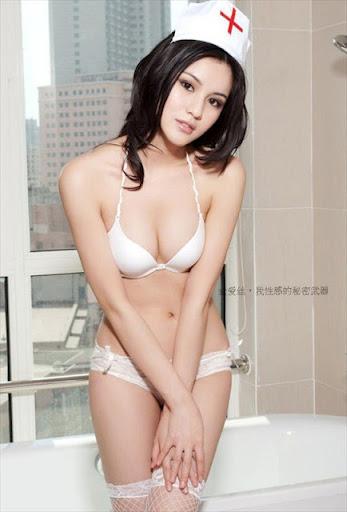 Ảnh nóng cực hót nữ y tá Yang Qian Qian sexy với bikini