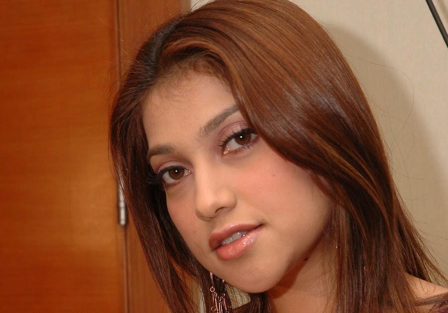 Foto super hot sarah ashari 89