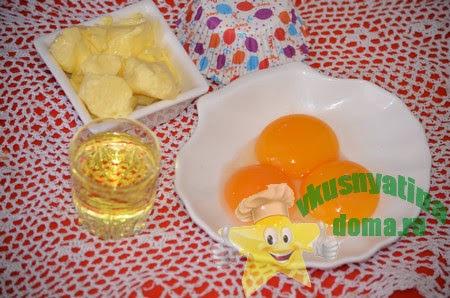 смешиваем желтки с маслом