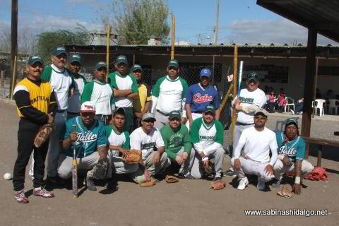 Equipo Perrones del torneo de softbol del Club Sertoma