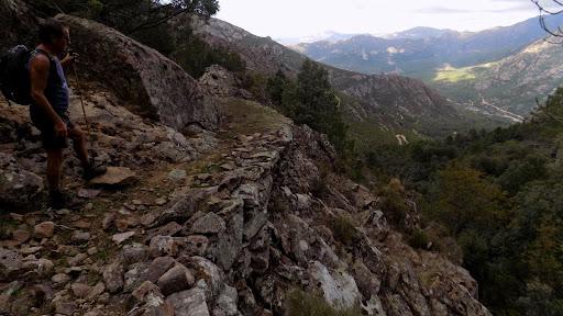 Retour sur le sentier historique après le Tra Mare e Monti