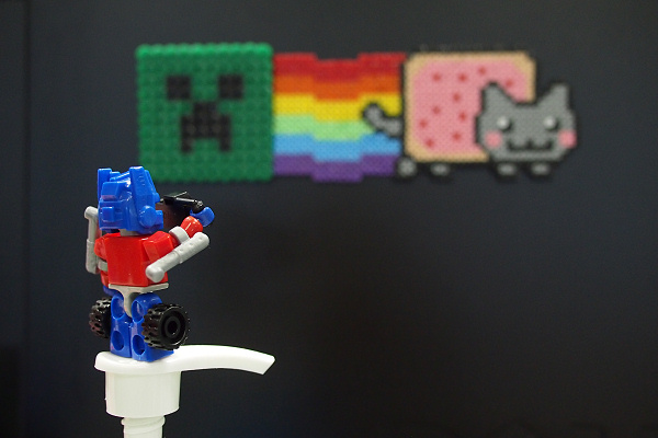 Kreon Optimus Prime taking a picture of Creeper and Nyan Cat