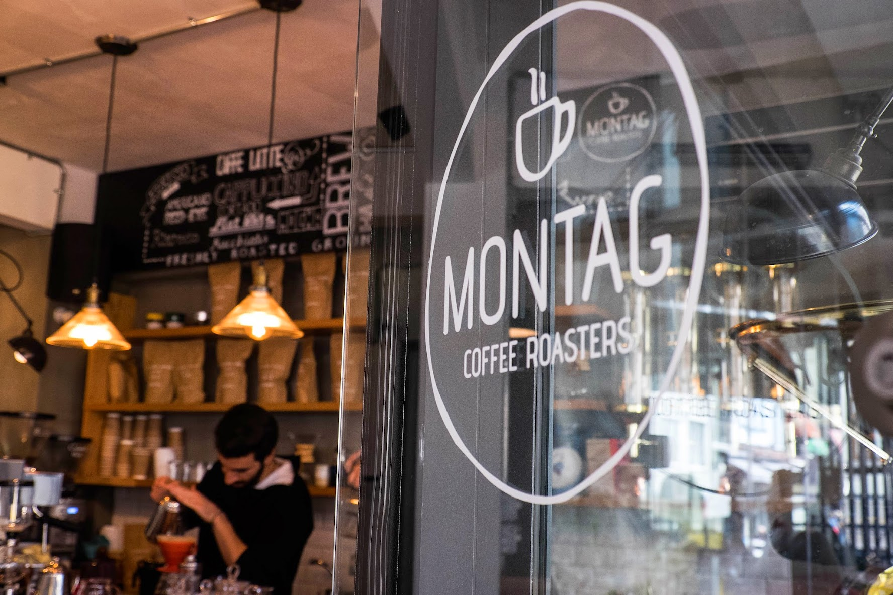 montag cafe in bagdat caddesi