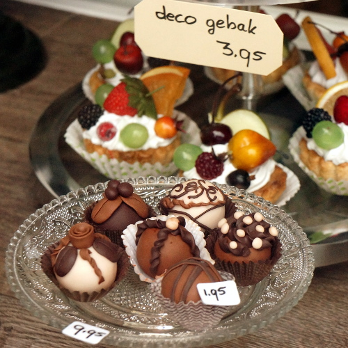 Deco chocolates and fruit cakes
