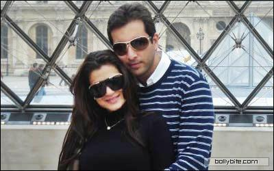 amisha patel sizzles with her boy friend kanav puri