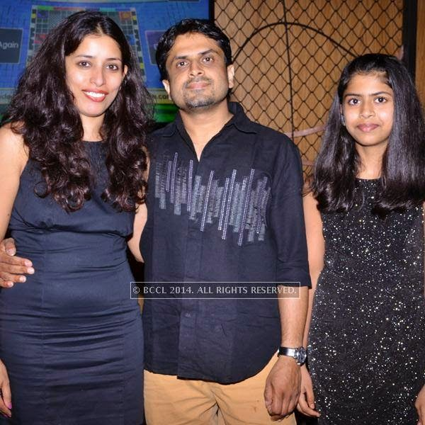 Deepa, Vijay and Anushka during the art exhibition, held at at Le Meridien, in Bangalore.<br />
