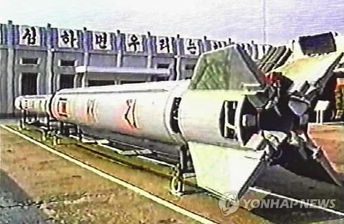 Tên lửa Taepodong-2 của Triều Tiên. Ảnh: Yonhap.