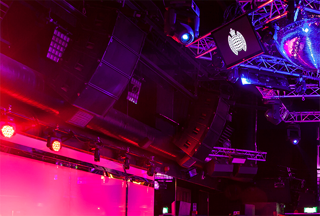 Arrays de altavoces Martin Audio W8LC en club Ministry of Sound