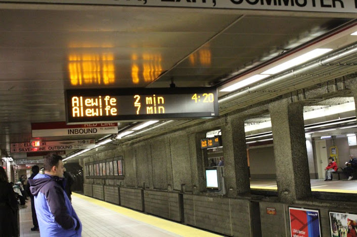 4:20 pm on the Red Line platform