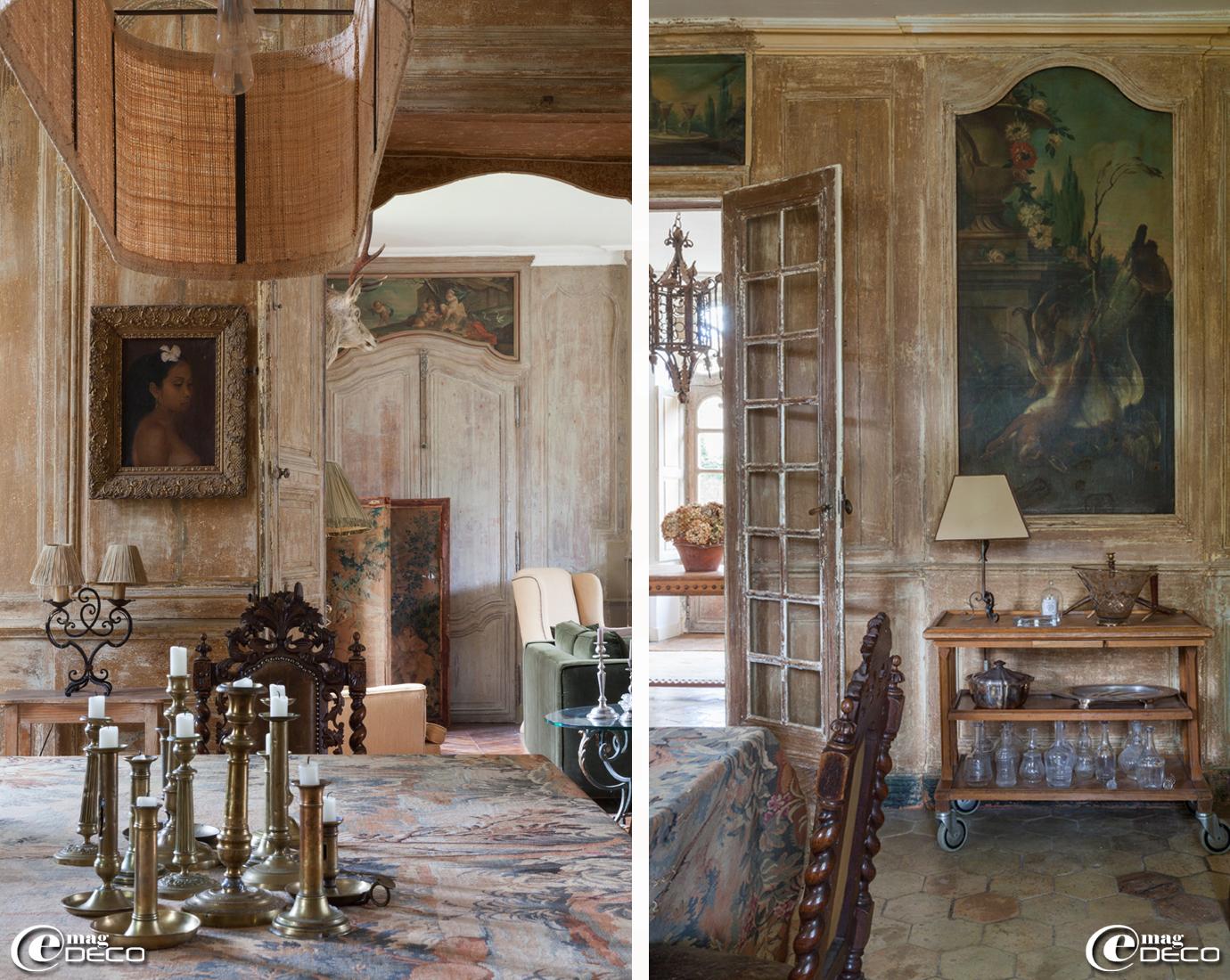 Dans la maison d'hôtes l'Hôtel de Tailles, une collection de bougeoirs en laiton chinés dans les vides-greniers, nappe en tapisserie chinée à Moulins-la-Marche