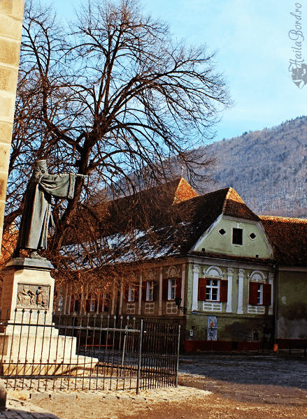 curte biserica neagra brasov