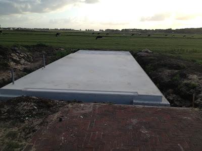 Wandplanken Van Beton : Bouw mee aan ons droomhuis!: beton ontkist en tuin ontdaan van palen