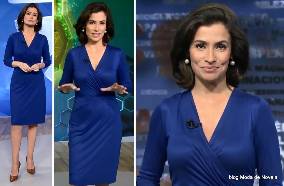 moda do programa Fantástico - look da Renata Vasconcellos com vestido de malha fria azul royal dia 13 de julho