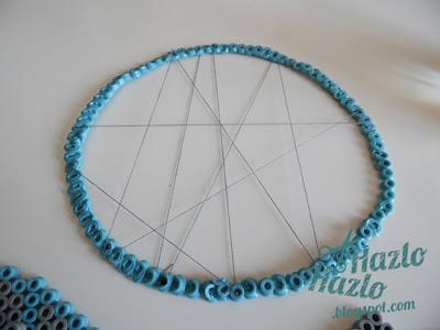Aro y plumas para hacer un cazasueños con hama beads.