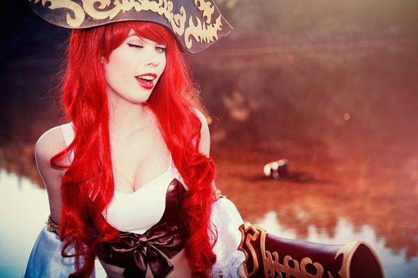 Tine Marie Riis quyến rũ với cosplay Miss Fortune - Ảnh 4