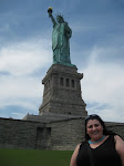 A nice pic of Mila at the statue